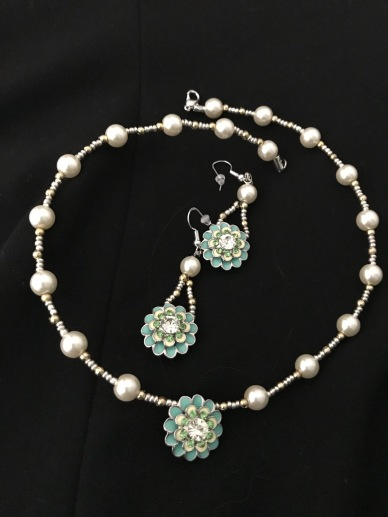 Glass bead green necklace & earring set